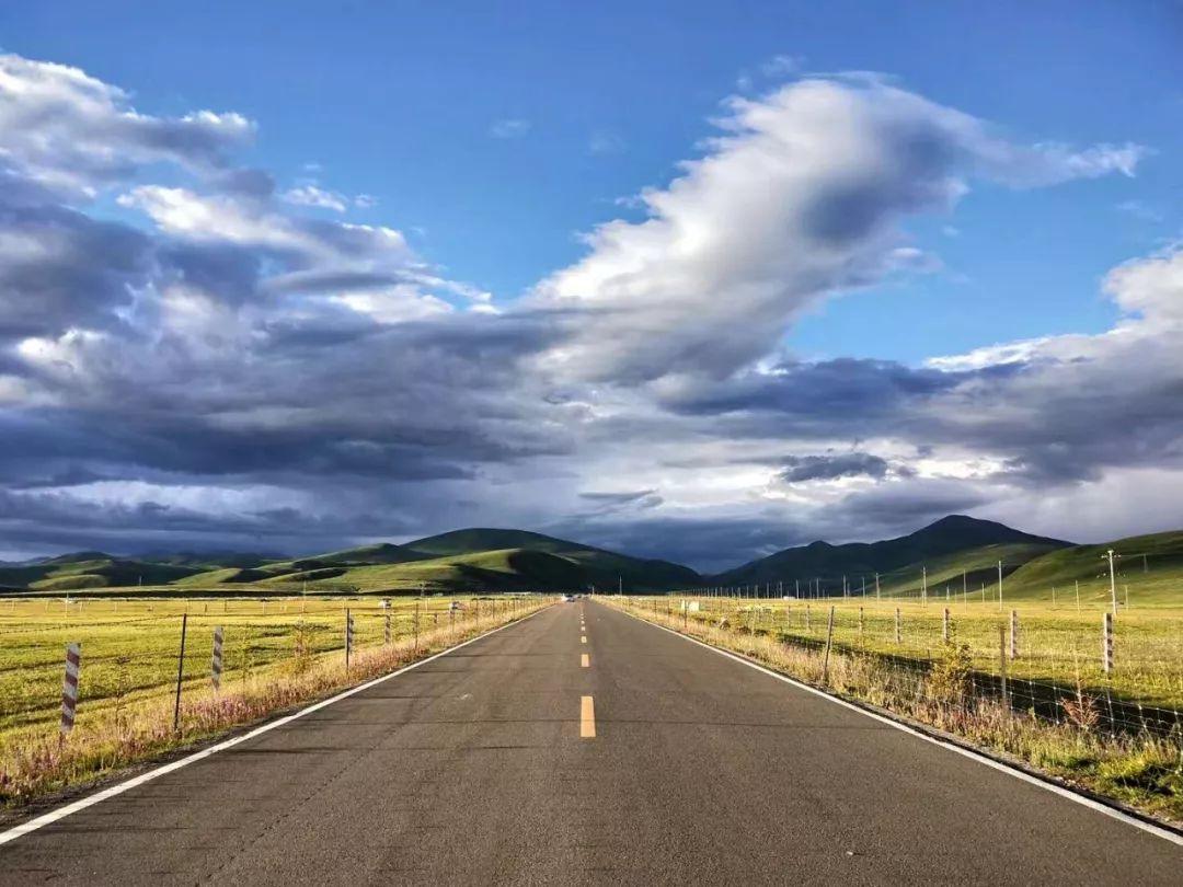 在去往香格里拉的路上,沿途的风光就不缺精彩.