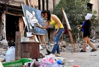 为废墟作画的叙利亚年轻人