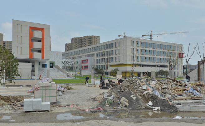 开学在即 杭州一小学却仍在装修……