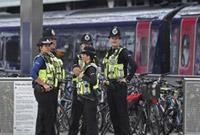 伦敦一地铁站外发生枪击事件致3人受伤 嫌犯在逃