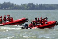 上海:水陆两用冲锋舟首次亮相演练场