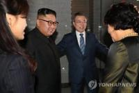 朝韩首脑在海鲜餐厅共进晚餐 菜品有生鱼片和下酒菜