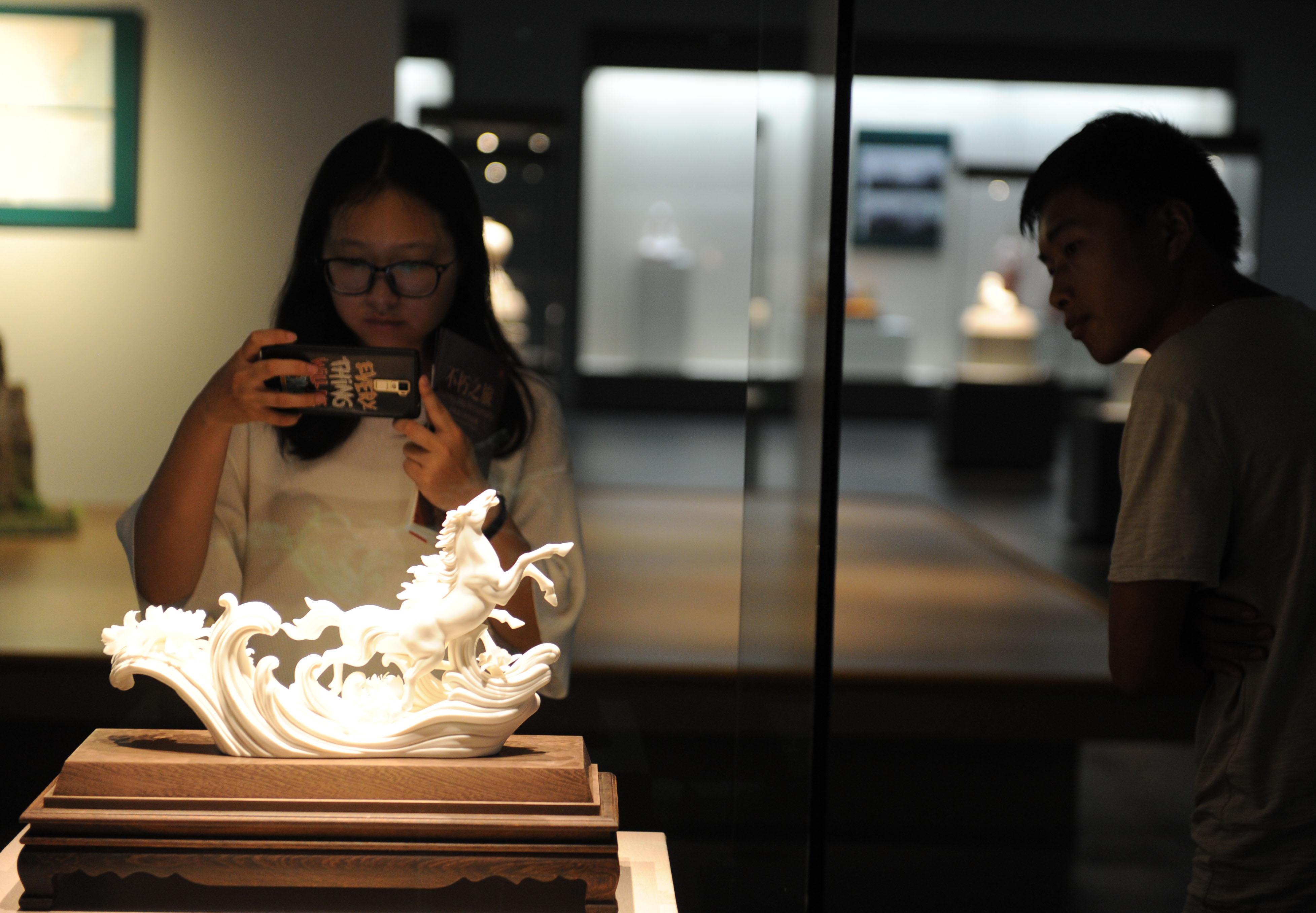 福建德化陶瓷艺术精品展开展