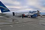 惊险!俄罗斯载96人客机偏离跑道:前轮悬空 机尾着地