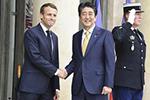 日本首相安倍晋三访问法国