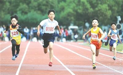 区中小学生田径运动会举行