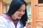 女留学生返乡创业养土鸡