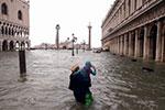 意大利威尼斯遭暴雨 城市七成以上被淹