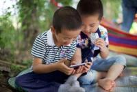 家长注意了!孩子玩手机超1小时影响心理健康