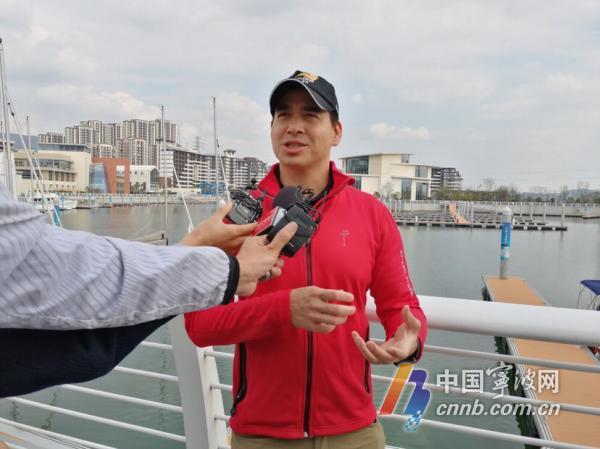 世界船王包玉刚外孙现身北仑 分享帆船比赛经验