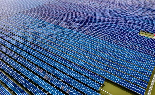 震撼!俯瞰镇海岚山水库渔光互补发电项目