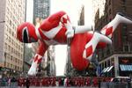 美国纽约举行感恩节大游行 巨型动漫角色飞满天