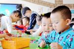 """5岁孩子简历长达15页 人民日报:拔苗种不出好""""庄稼"""""""