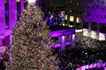 纽约洛克菲勒中心点亮圣诞树