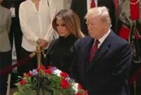 特朗普夫妇瞻仰老布什灵柩 敬了个礼 转身走了......