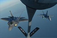 美国一歼击机与一加油机相撞后双双坠海 机上载有多人
