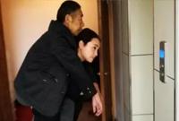 衢州姑娘背公公看病 老公泪流满面:做牛做马都报答不了