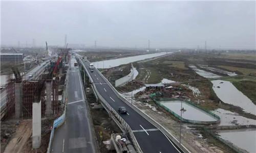 机场快速路南延工程跨县江东侧人非保通桥建成通车