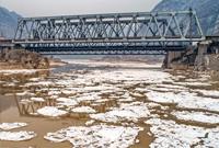 黄河山西河津段出现流凌