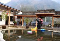 安徽泾县:乡村民宿助农增收