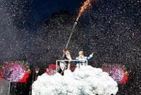 白俄罗斯首都举行新年巡游