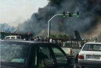 一架货机在伊朗首都德黑兰附近坠毁 机上约有10人