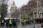 巴黎万人示威反对警方过度使用暴力措施