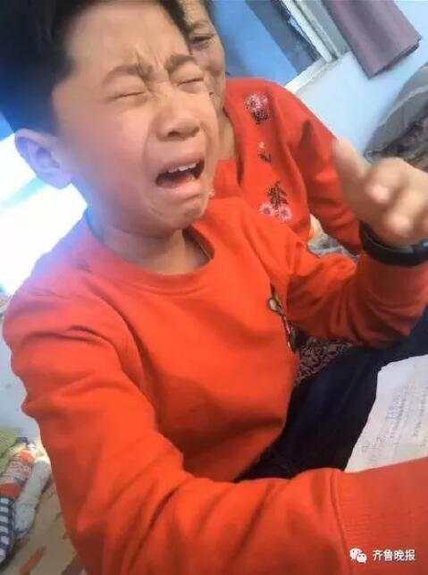 """最惨小学生:热炕头上用""""热可擦笔""""写作业 字热没了"""
