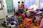 印度假酒事件已致156人死 200多人仍在治疗