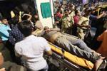 印度孟买发生人行天桥垮塌事故造成5人死亡
