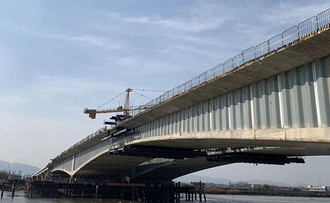 鄞城大道奉化江特大桥顺利完成全桥合龙