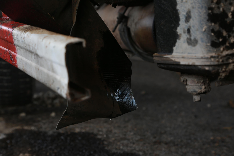 救治过程结束,大家猜发现,油箱在不停漏油.JPG