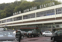 日本男子发现坐错车直接跳下新干线 摔重伤还被捕