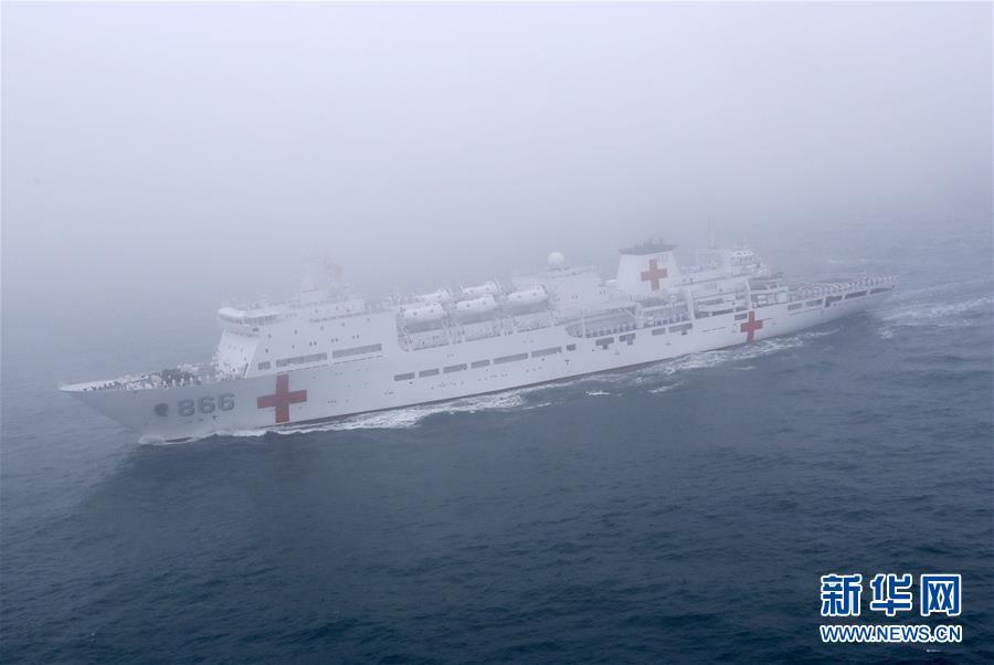 吸引全球目光的青岛海上阅兵式 还有舟山驶出的和平方舟