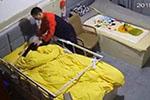 百岁老人遭护工多次捆绑后离世 养老院:绑上是保护