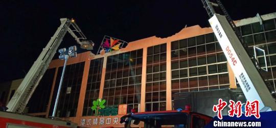 广西百色一酒吧发生屋顶坍塌事故 已致3死87伤