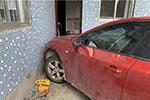 浙江一男子错将油门当刹车撞上老婆、儿媳和孙子
