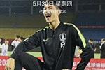 国青小将将韩国球员踩奖杯不雅照设为屏保