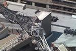 美国达拉斯市中心一架起重机因强风倒塌 致1死6伤