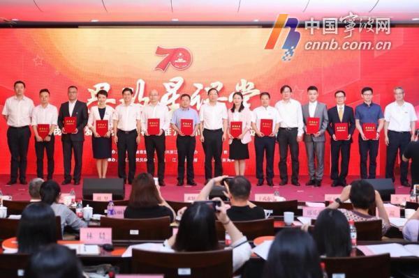 """宁波一老师被评为全省""""我最喜爱的高校优秀思政课老师"""""""