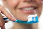 """刷牙时牙膏到底蘸不蘸水? 牙医帮你给刷牙""""划重点"""""""