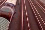 俄罗斯一少年爬上火车自拍触电 遭万伏高压击中幸存