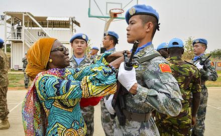 中国赴苏丹维和直升机分队获联合国和平荣誉勋章