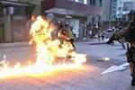 暴力示威者投掷汽油弹 香港特区政府:最强烈谴责