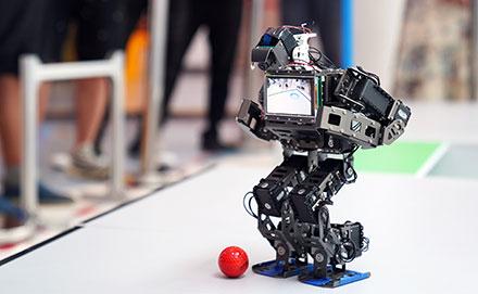 自主智能机器人大比拼