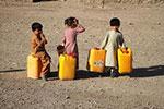 取水的阿富汗难民