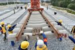 川藏铁路拉萨至林芝段铺轨到泽当车站