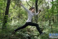 """""""冠军女孩""""的丛林穿越"""