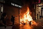 《纽约时报》揭批香港暴徒滥用暴力