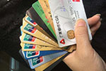"""多家银行限制信用卡涉""""房""""交易 透支刷卡买房不灵了?"""